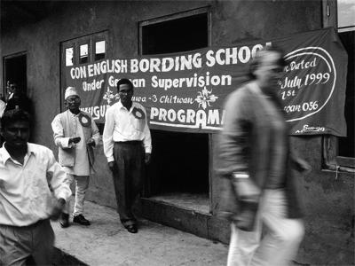 Schule in Nepal - Banner zur Eröffnung 1999