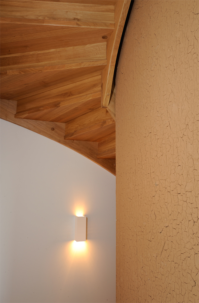 Treppe am Kaminblock Haus L